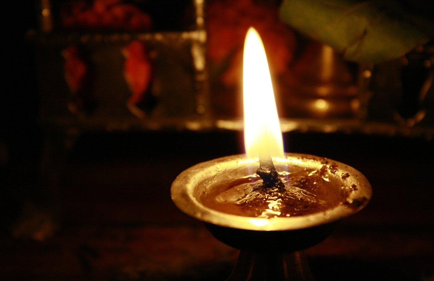 """Oración del martes: """"Estén preparados, ceñidos y con las lámparas encendidas"""""""