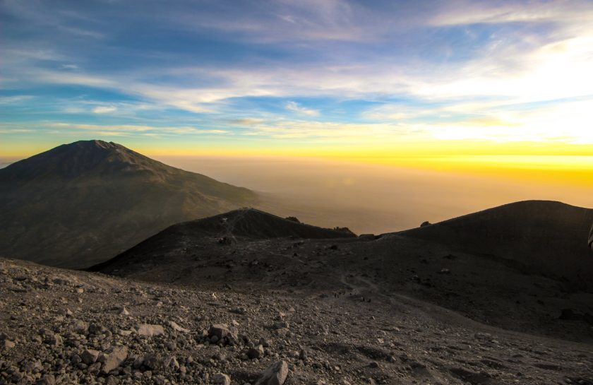 rsz_sunrise-landscape-sky-highland-mountainous-landforms-ridge-1431439-pxherecom
